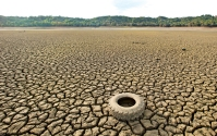 A tire rests on the dry bed of Lake Mendocino, a key Mendocino County reservoir, in Ukiah, California February 25, 2014. (Noah Berger/Reuters)