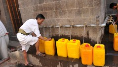 Locals fill their water jerrycans from public taps in Sana'a, Yemen, one of the most water-stressed countries in the world. Photo by: Al Harazi / World Bank / CC BY-NC-ND
